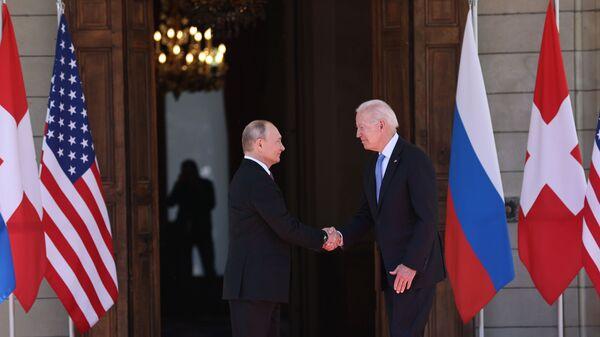 Rusiya və ABŞ prezidentləri Vladimir Putin və Co Bayden - Sputnik Azərbaycan