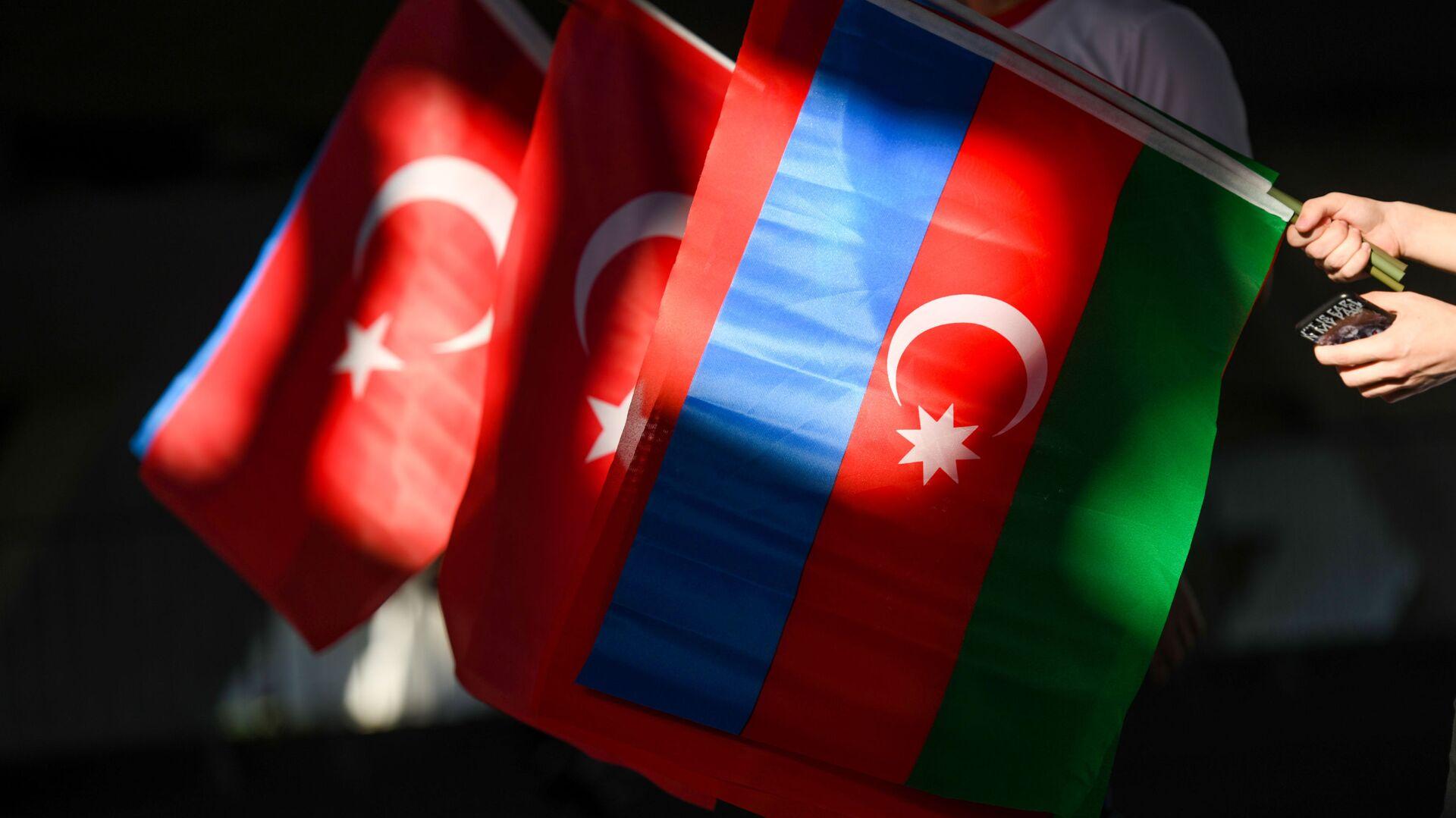 Флаги Азербайджана и Турции - Sputnik Azərbaycan, 1920, 13.10.2021