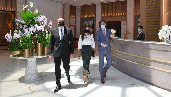 Президент Ильхам Алиев и Первая леди Мехрибан Алиева на открытии в Баку отеля Intercontinental - Sputnik Азербайджан