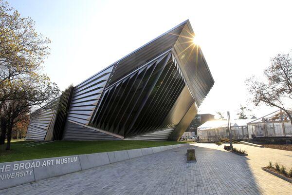 Художественный музей Эли и Эдит Броуд в Университете штата Мичиган, спроектированный Захой Хадид. - Sputnik Азербайджан