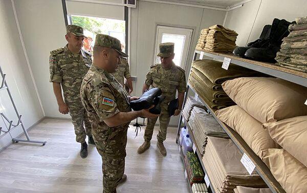 Генерал-майор Маис Бархударов в воинской части модульного типа на освобожденных территориях Азербайджана - Sputnik Азербайджан