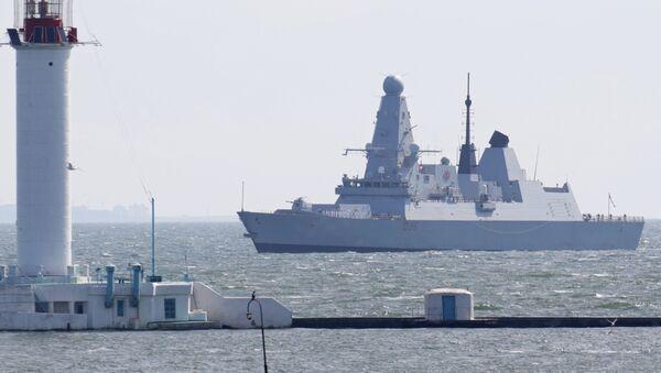 Британский эсминец Дефендер в Черном море, фото из архива - Sputnik Азербайджан