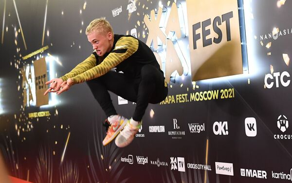 Блогер, рэп-исполнитель Даниил Милохин на открытии 5-го международного музыкального фестиваля Жара в Crocus City Hall в Москве. - Sputnik Азербайджан