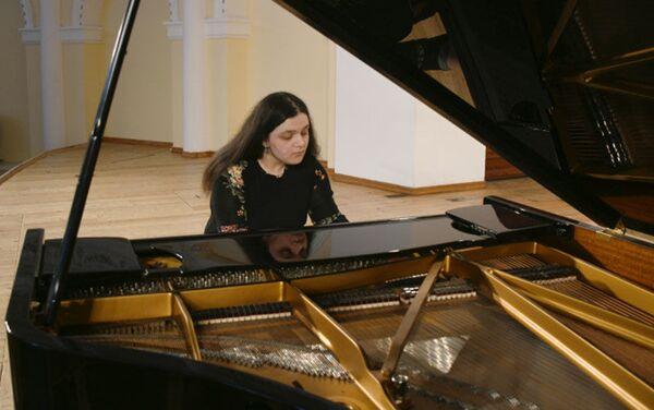 Онлайн-концерт участников проект Gənclərə dəstək («Поддержка молодежи») под названием Летние каникулы - Sputnik Азербайджан