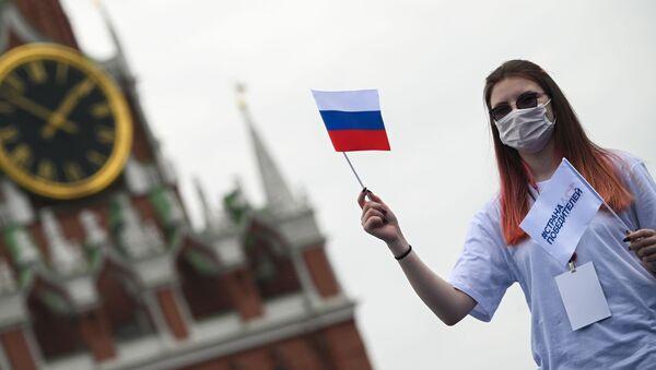 Волонтер на Красной площади в Москве, фото из архива - Sputnik Азербайджан