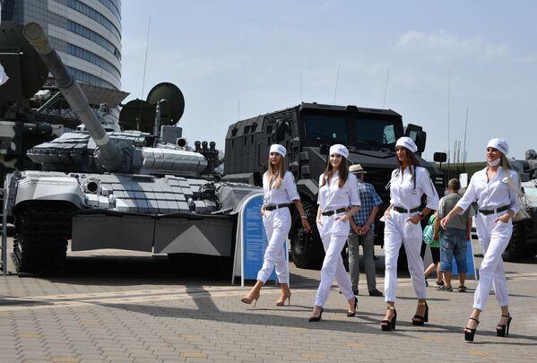Международная выставка вооружения и военной техники MILEX-2021 в Минске - Sputnik Азербайджан