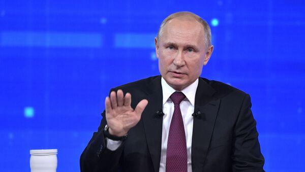 Прямая линия с президентом РФ Владимиром Путиным, 20 июня 2019.  - Sputnik Азербайджан