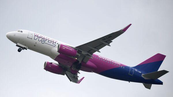 Пассажирский самолет компании Wizz Air, фото из архива - Sputnik Азербайджан