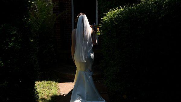 Невеста в свадебном платье, фото из архива  - Sputnik Азербайджан