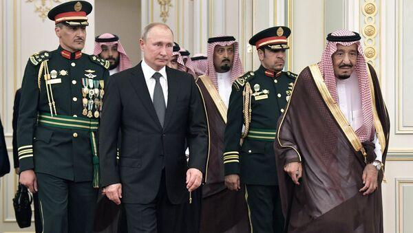 Rusiya prezidenti Vladimir Putin və kral Salmen Ben Abdel al Saud - Sputnik Азербайджан