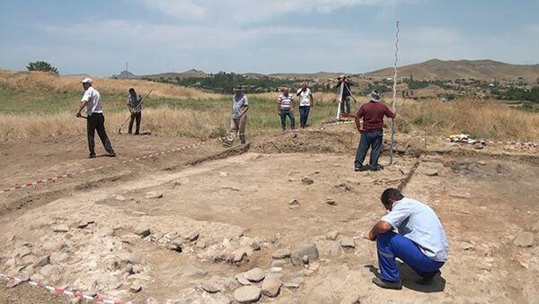 Археологичесике раскопки в селе Вахидли Товузского района республики - Sputnik Азербайджан