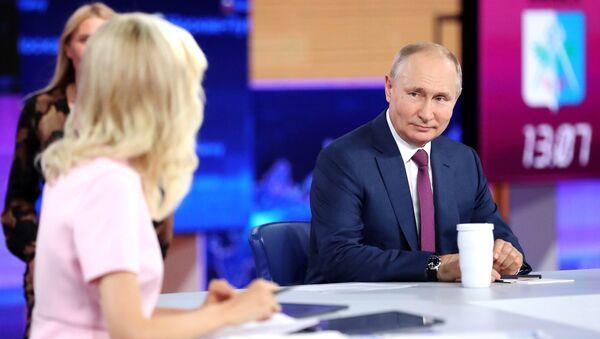 Прямая линия с президентом РФ Владимиром Путиным - Sputnik Азербайджан