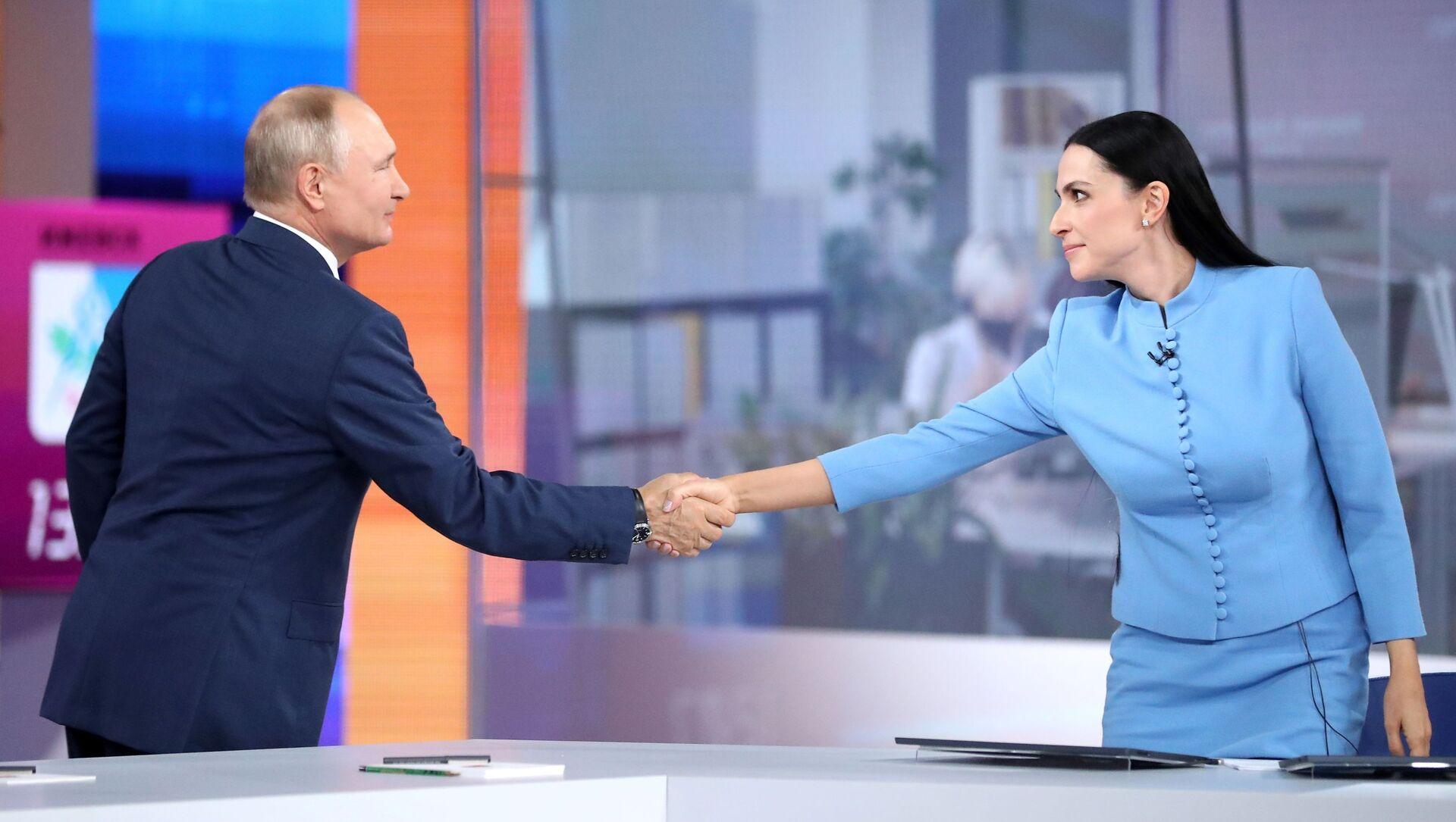 Прямая линия с президентом РФ Владимиром Путиным - Sputnik Азербайджан, 1920, 01.07.2021