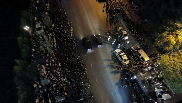 Акция протеста противников ЛГБТ в центре столицы Грузии 1июля 2021 года  - Sputnik Азербайджан