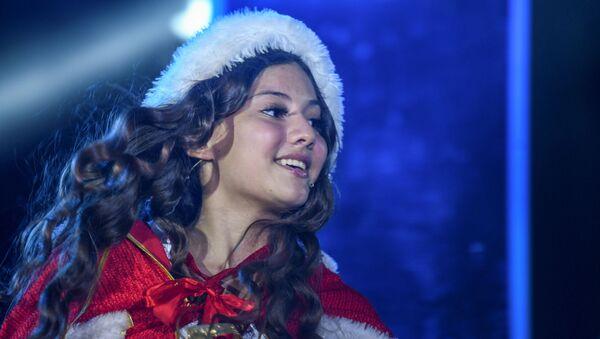 Театральные представления Дюймовочка и Снежная королева под открытым небом в Баку - Sputnik Азербайджан