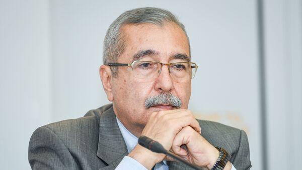 Намик Алиев – заведующий кафедрой международных отношений и внешней политики Академии государственного управления при Президенте Азербайджанской Республики - Sputnik Azərbaycan
