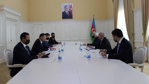 Встреча премьер-министра Азербайджана Али Асадова и министра иностранных дел Кыргызстана Руслана Казакбаева - Sputnik Азербайджан