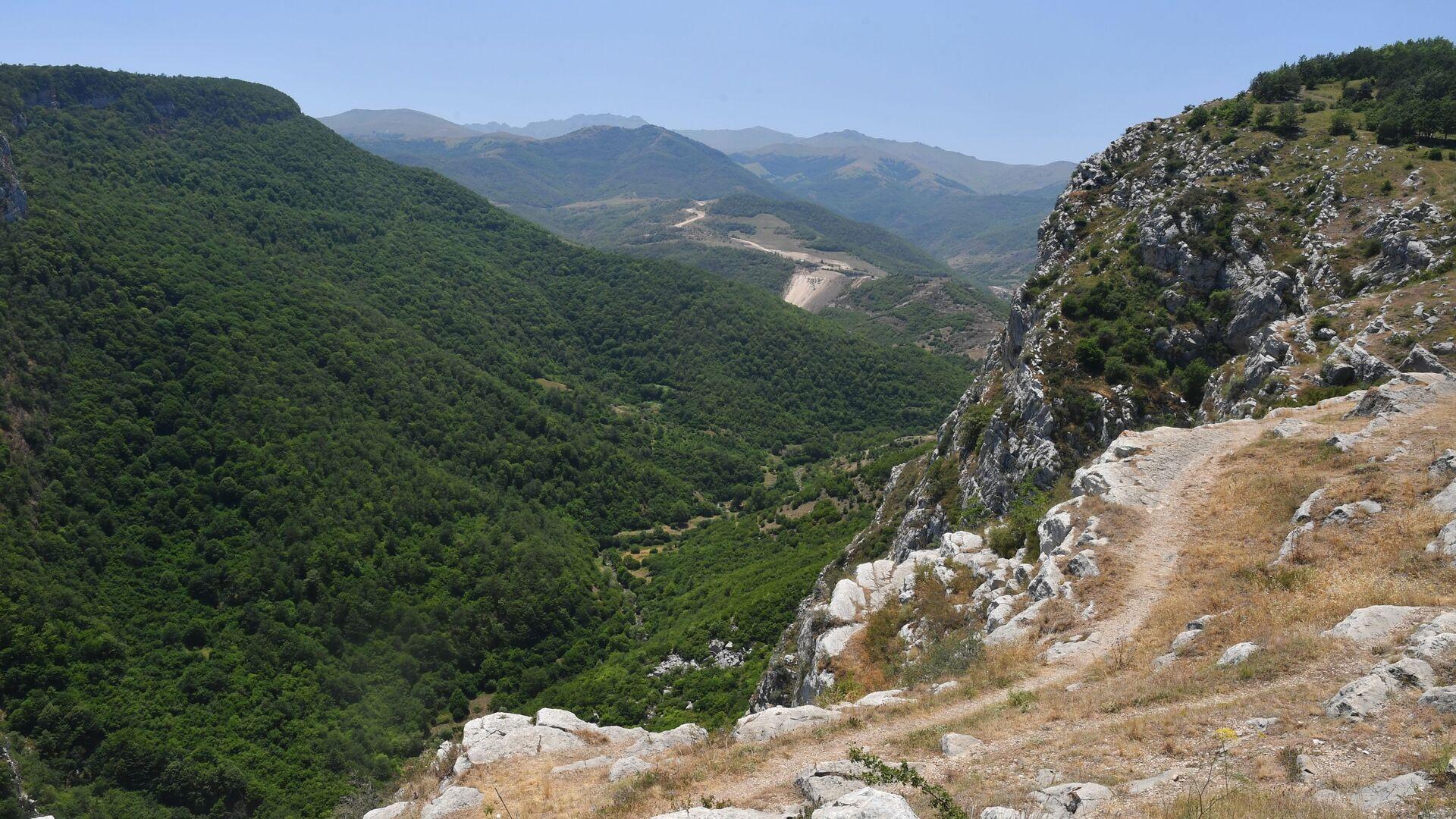 Вид на горы в Карабахе - Sputnik Азербайджан, 1920, 24.08.2021