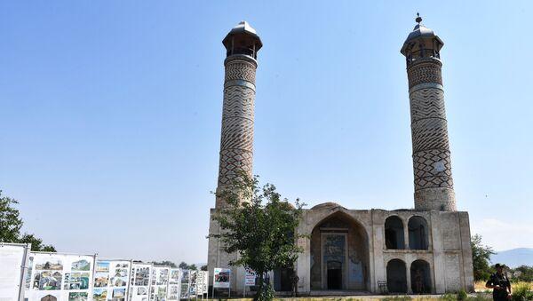 Мечеть Джума в разрушенном городе Агдам. - Sputnik Азербайджан