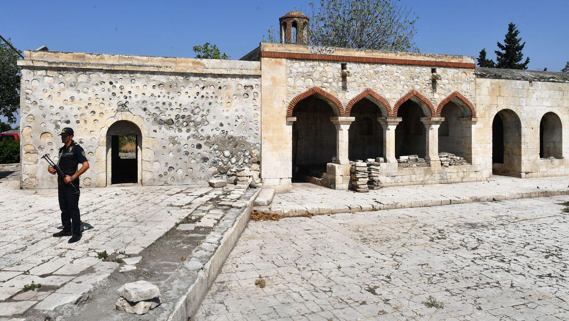 Ağdamda İmarət kompleksinə aid Pənahəli Xanın dağılmış sarayı - Sputnik Azərbaycan, 1920, 22.09.2021