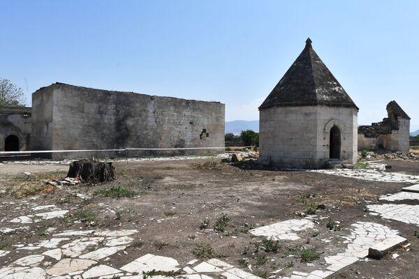 Ağdamda İmarət kompleksinə aid Pənahəli Xanın dağılmış sarayı - Sputnik Азербайджан
