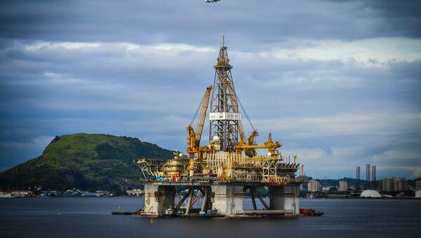 Полупогружная нефтяная буровая платформа. - Sputnik Азербайджан