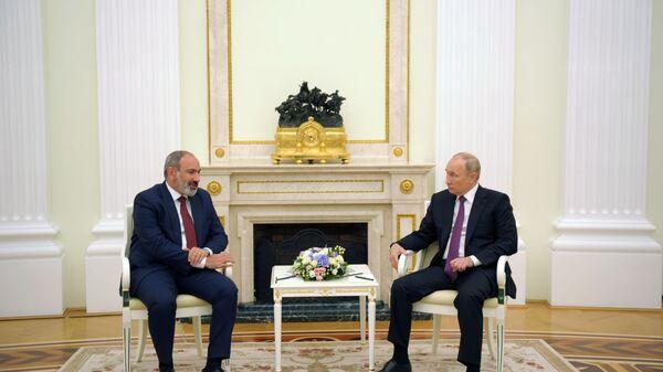 Встреча президента РФ В. Путина с исполняющим обязанности премьер-министра Армении Н. Пашиняном - Sputnik Азербайджан
