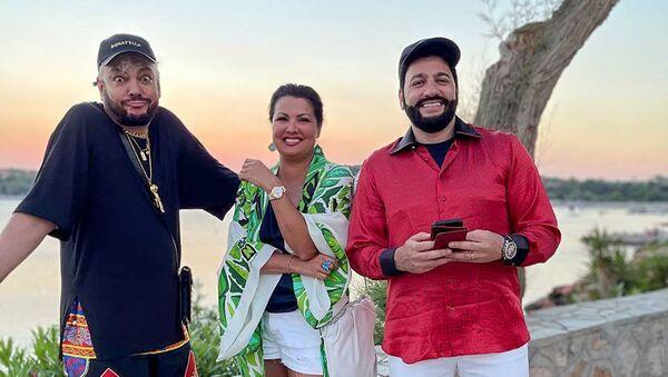 Певец Филипп Киркоров отдыхает вместе с семейной парой Юсифом Эйвазовым и Анной Нетребко в Греции - Sputnik Азербайджан