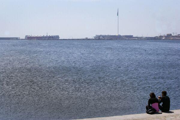 Йодированная вода моря отличается богатым содержанием минеральных веществ, обладает целебными свойствами и благоприятно влияет на здоровье человека. - Sputnik Азербайджан
