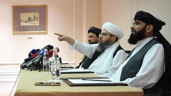 Представители делегации политического офиса движения Талибан на пресс-конференции в Москве - Sputnik Азербайджан