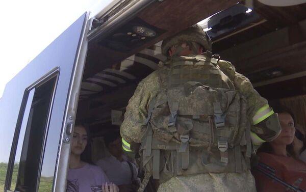 Российские миротворцы продолжают выполнять задачи обеспечения безопасности движения автотранспорта через Лачинский коридор. - Sputnik Азербайджан