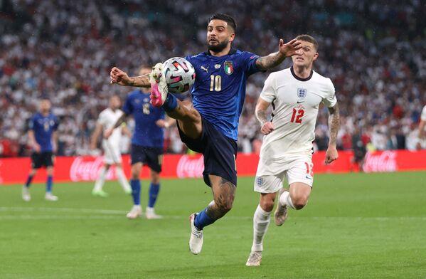 Нападающий сборной Италии Лоренцо Инсинье - Sputnik Азербайджан