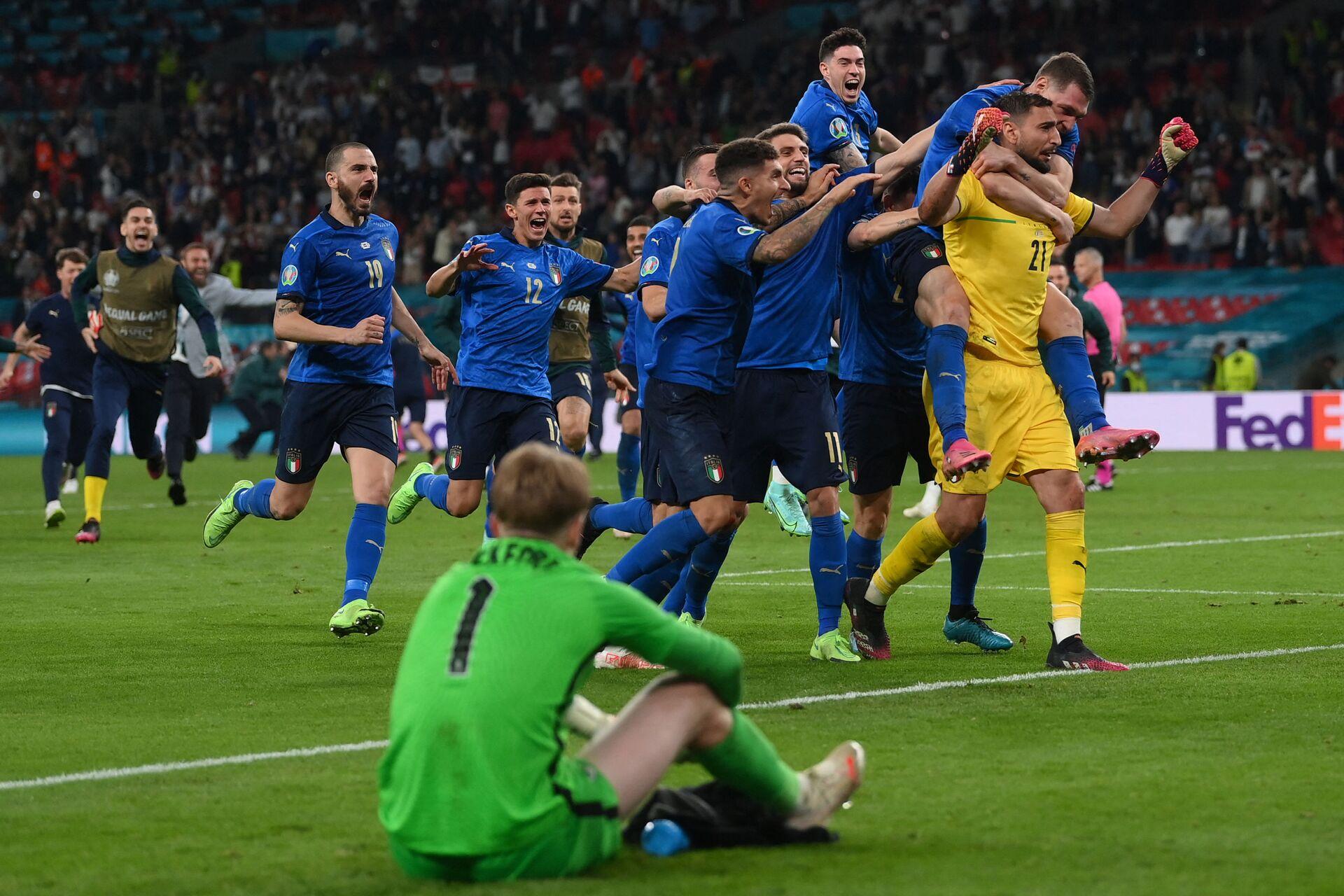 Шел домой, а пришел в Рим: триумфатором ЕВРО-2020 стала сборная Италии - Sputnik Азербайджан, 1920, 12.07.2021
