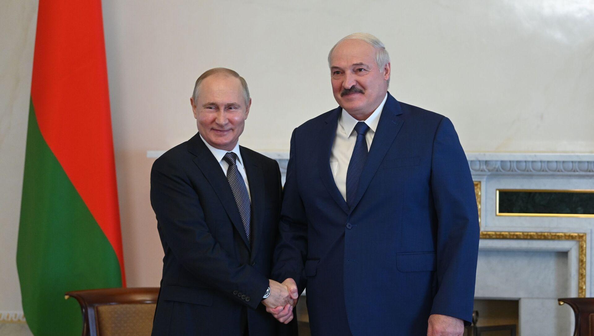 Aleksandr Lukaşenko və Vladimir Putin, 13 iyul 2021-ci il - Sputnik Azərbaycan, 1920, 12.09.2021