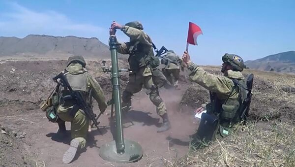 Занятия по боевой подготовке в Карабахе российских миротворцев - Sputnik Азербайджан