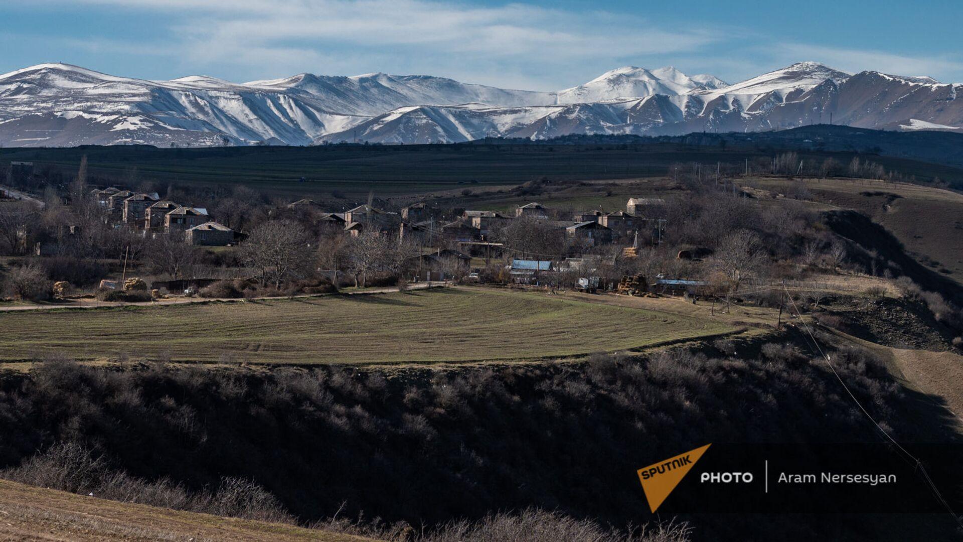 Вид на село Неркин Хндзореск, Зангузур (Сюник) - Sputnik Азербайджан, 1920, 06.08.2021