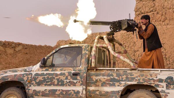 Вооруженный афганский ополченец в провинции Гильменд - Sputnik Азербайджан