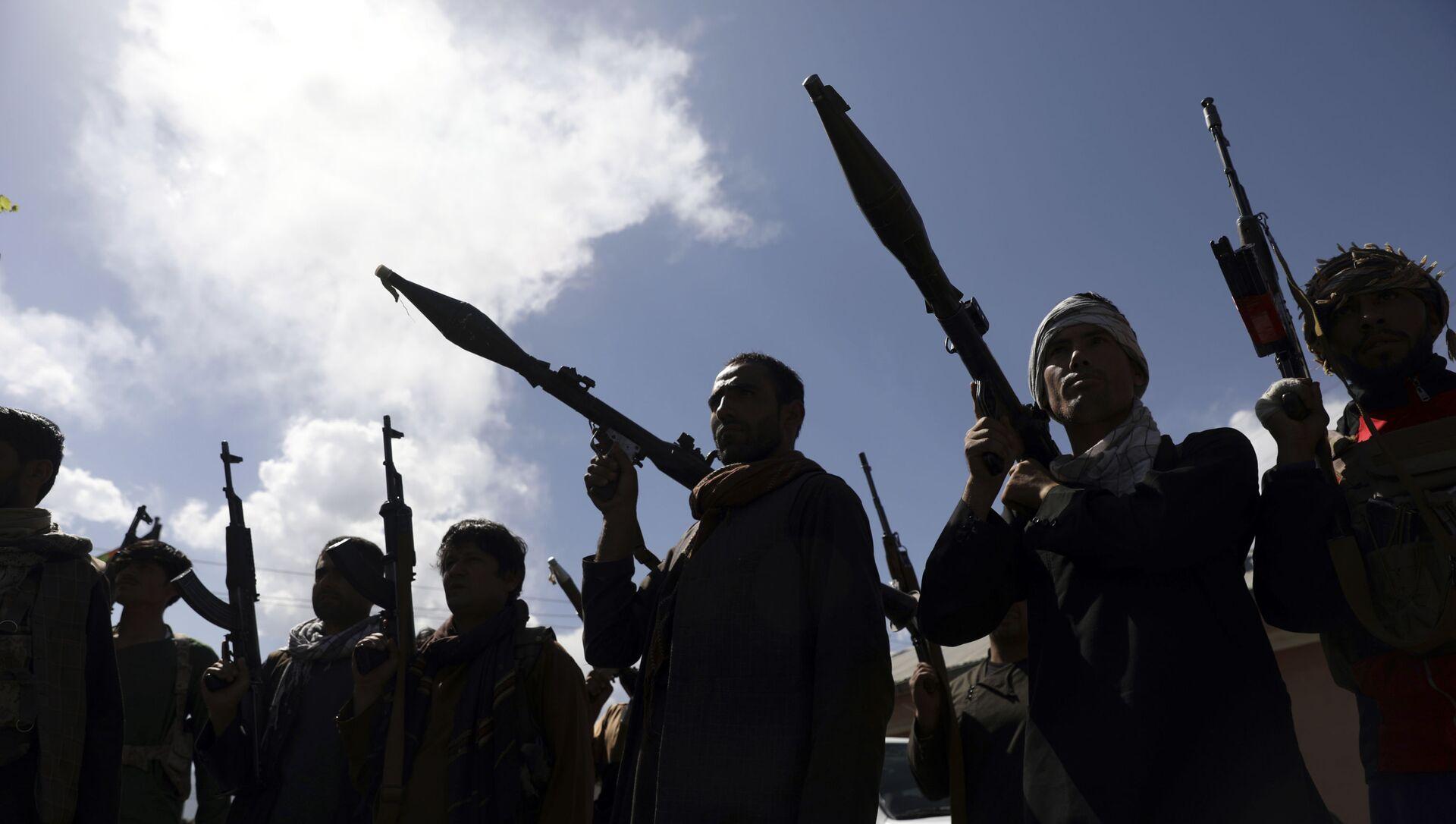 Вооруженные афганские ополченцы в Кабуле, Афганистан, 23 июня 2021 года - Sputnik Азербайджан, 1920, 20.07.2021