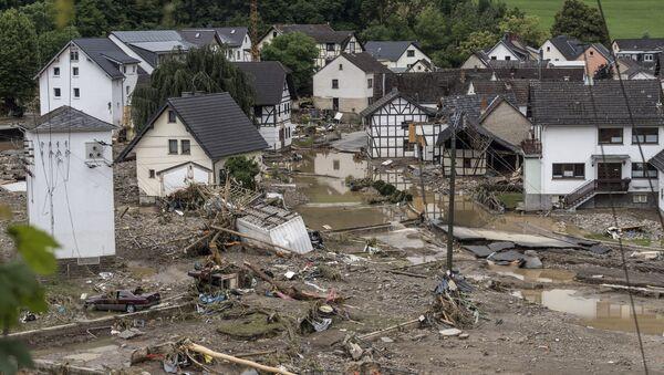 Последствия вызванного сильными дождями наводнения в западной Германии - Sputnik Азербайджан