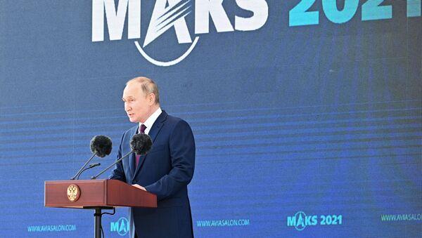Rusiya prezidenti Vladimir Putin MAKS-2021 aviasalounun açlışında, 20 iyul 2021-ci il - Sputnik Азербайджан