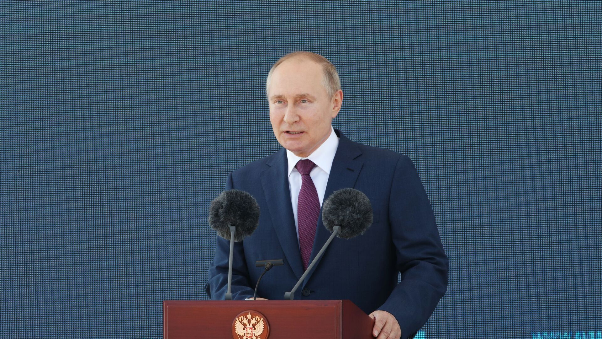 Rusiya prezidenti Vladimir Putin MAKS-2021 aviasalounun açlışında, 20 iyul 2021-ci il - Sputnik Azərbaycan, 1920, 03.09.2021