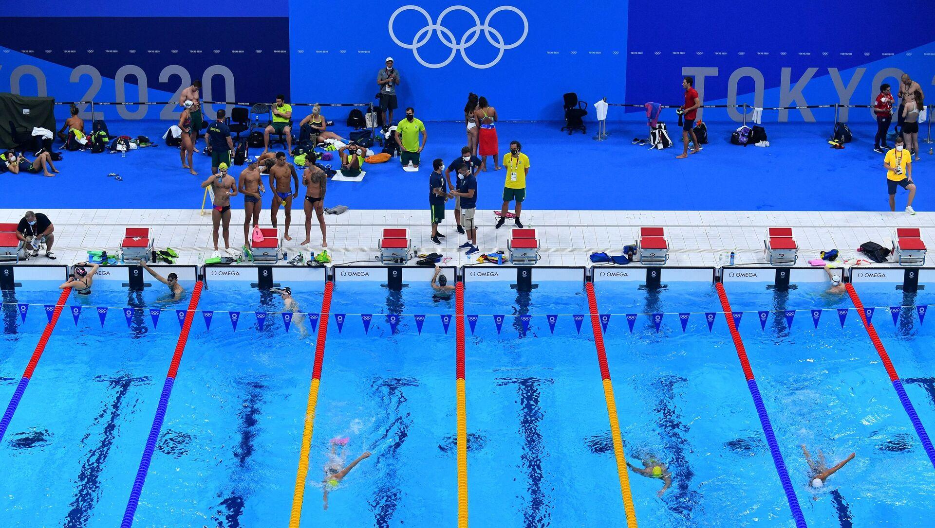 Cпортсмены в тренировке в бассейне Токийского центра водных видов спорта - Sputnik Азербайджан, 1920, 21.07.2021