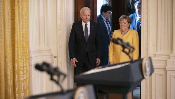 Джо Байден и Ангела Меркель - Sputnik Azərbaycan
