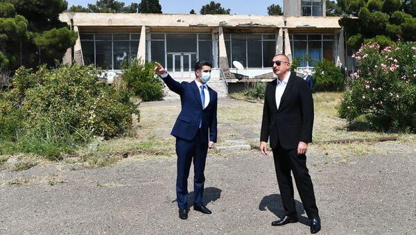 Президент Ильхам Алиев ознакомился с Нафталанским аэропортом  - Sputnik Азербайджан