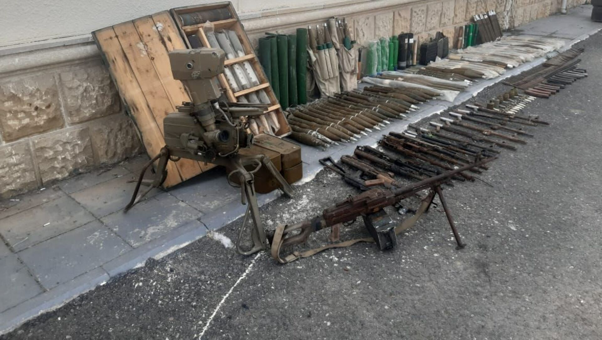В Физули обнаружены боеприпасы, оставленные ВС Армении - Sputnik Азербайджан, 1920, 23.07.2021
