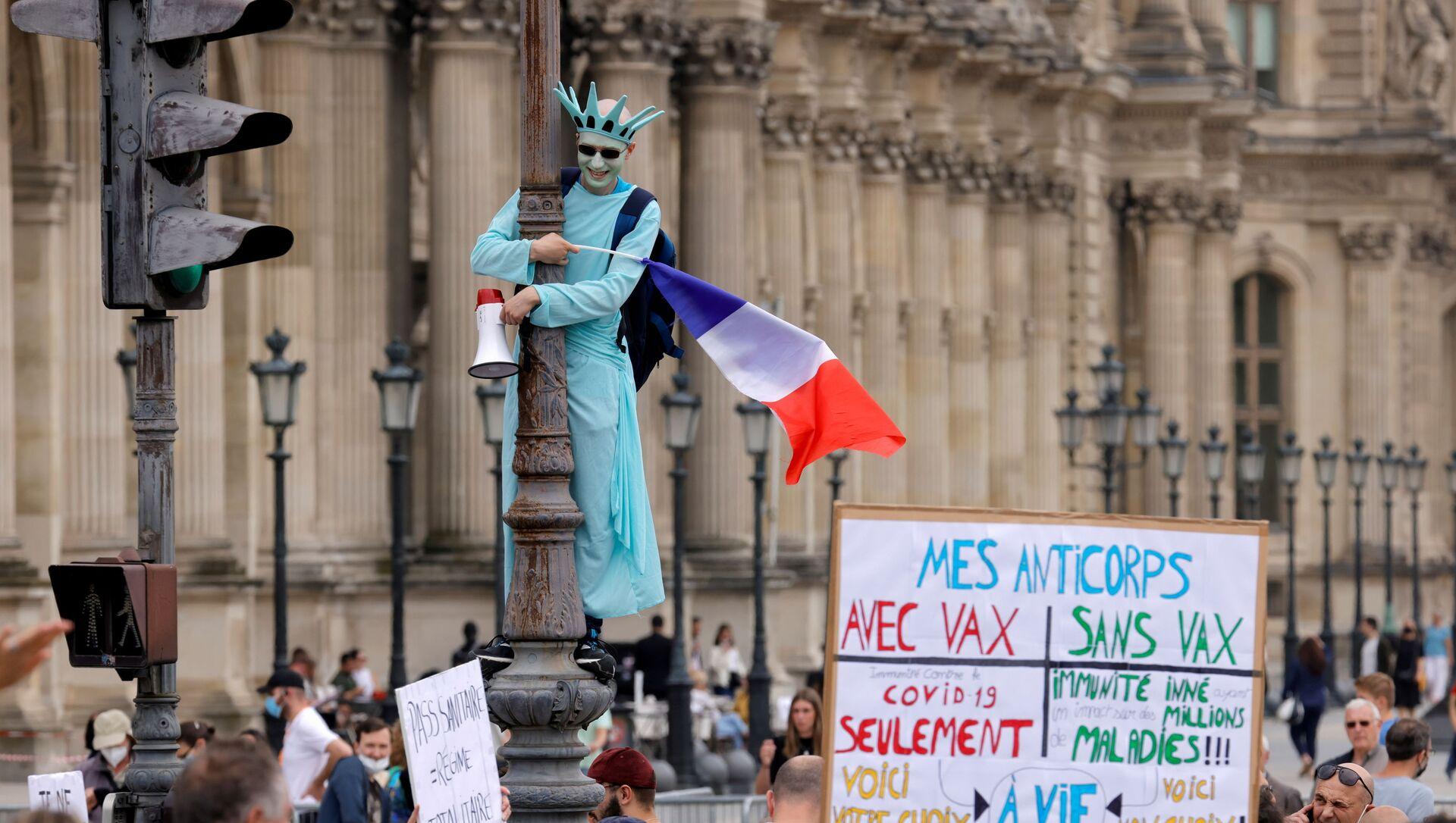 Протесты в Париже - Sputnik Азербайджан, 1920, 24.07.2021