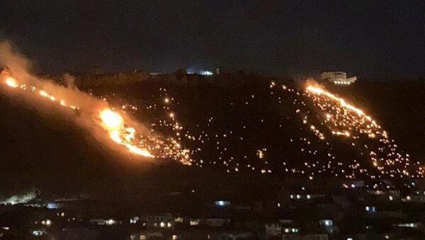 В Бадамдаре горит склон горы - Sputnik Azərbaycan
