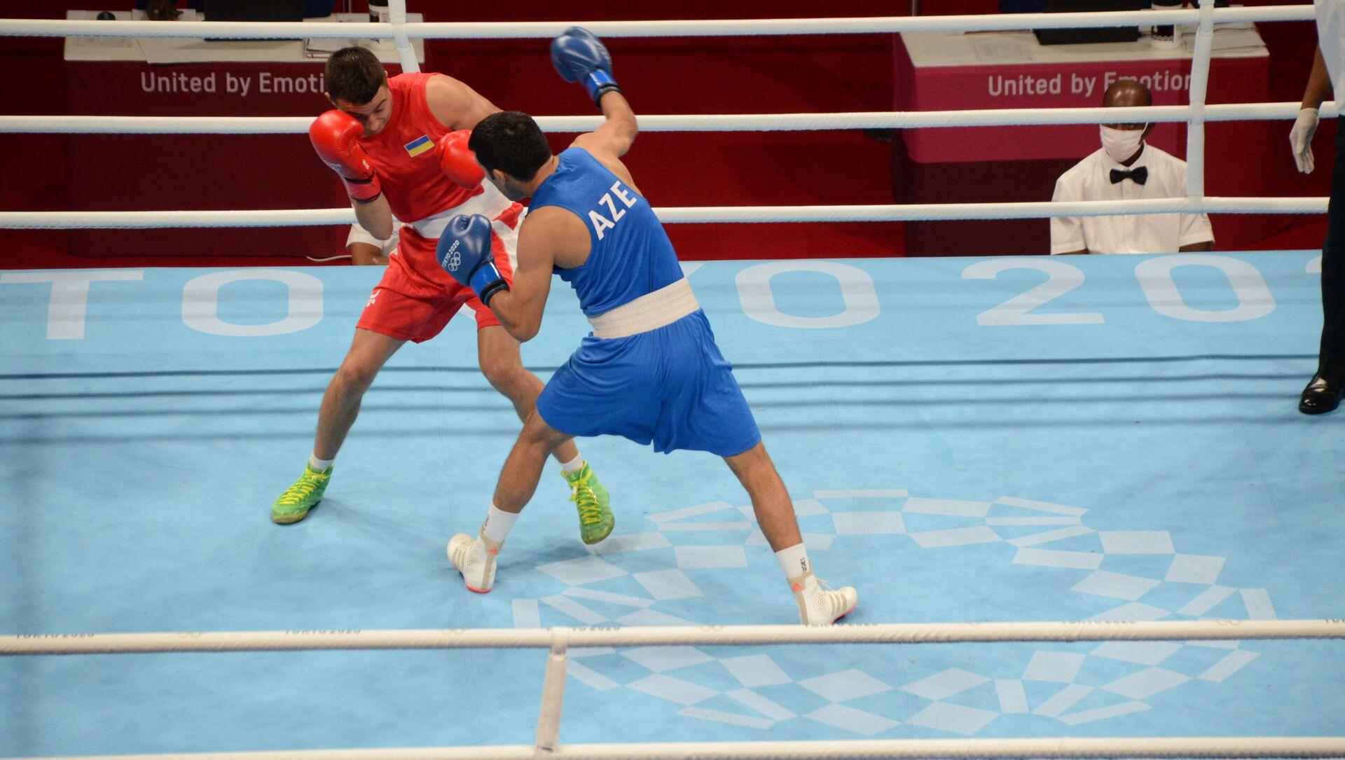 Азербайджанский боксер Джавид Челебиев (63 килограмма) выиграл на стадии 1/16 финала представителя Украины Ярослава Харциза - Sputnik Азербайджан, 1920, 25.07.2021