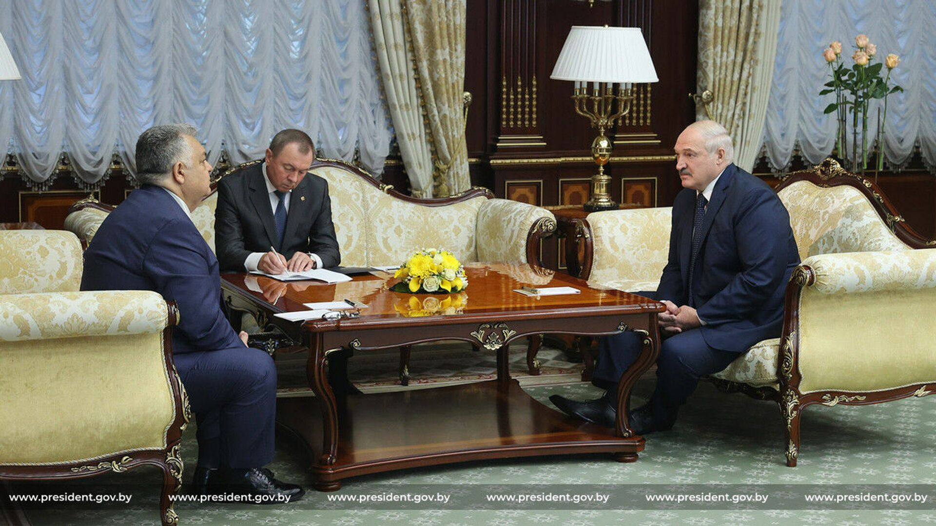 Азербайджан не прогнулся под давлением Запада: Лукашенко встретился с Гандиловым - Sputnik Азербайджан, 1920, 26.07.2021