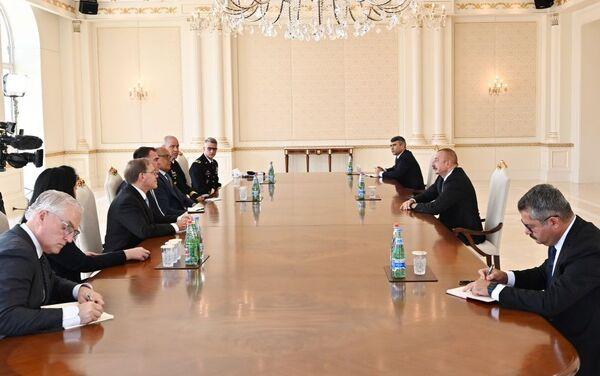 Президент Азербайджана Ильхам Алиев во вторник принял делегацию во главе с губернатором американского штата Оклахома Джоном Кевином Ститтом - Sputnik Азербайджан